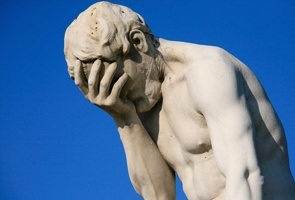 Paris_Tuileries_Garden_Facepalm_statue_1.jpg